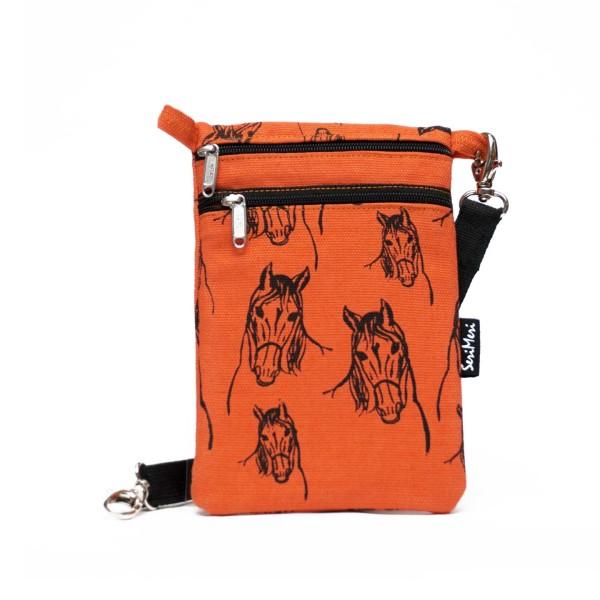 Kännykkälaukku, passipussi, minilaukku; moneen menoon sopiva pikkulaukku, jossa on säädettävä kantohihna.
