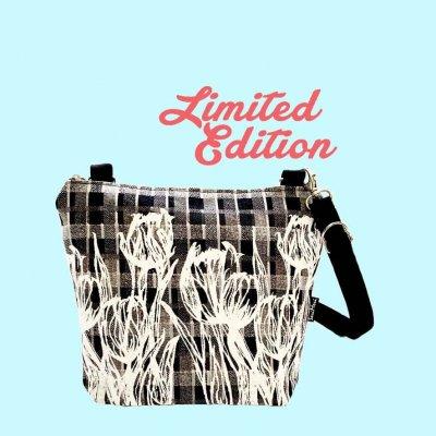 Olkalaukku, Limited Edition, Tulppaanit ruudullisella kankaalla